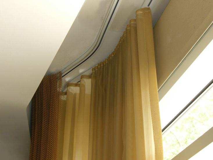 Tende per tende sotto il soffitto teso: i segreti della scelta i